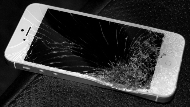 iphone 5-smashed-cracked